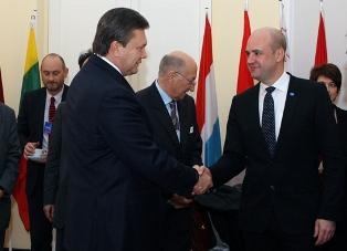 Янукович: поздравления от вчерашних врагов