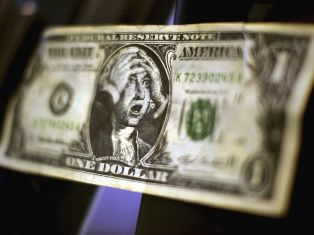 Китайцы перестали верить в доллар