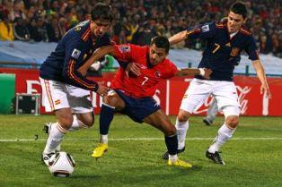Испания попадает на Португалию, Италия домой