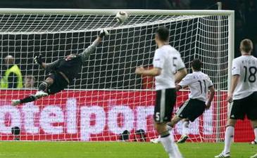 Евро-2012: Германия побеждает Турцию, сенсационная победа Эстонии