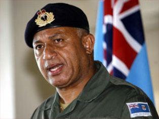 На Фиджи местный диктатор планирует отменить военное положение