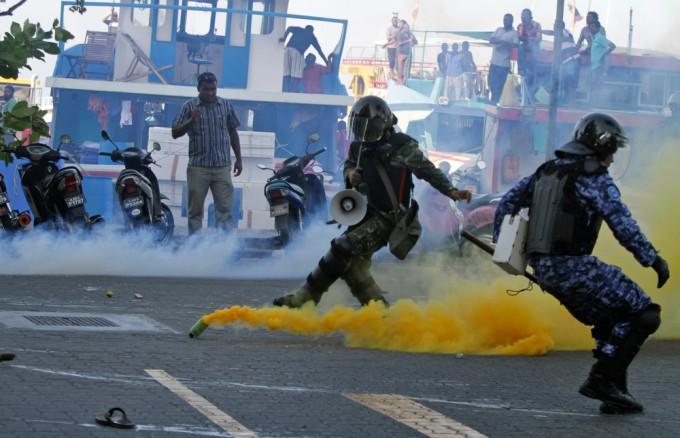 Политический Кризис на Мальдивах. Фоторепортаж