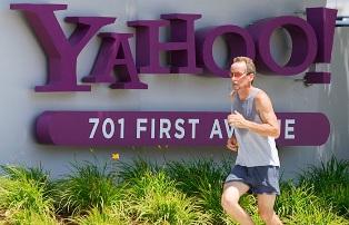 Yahoo! требует у Facebook лицензионных выплат