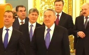 Несогласие Украины вступить в ЕврАзЭС грозит ей санкциями