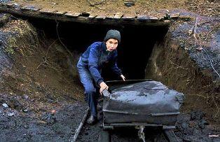На шахтах Донецкой области нелегально используют детский труд. Видео