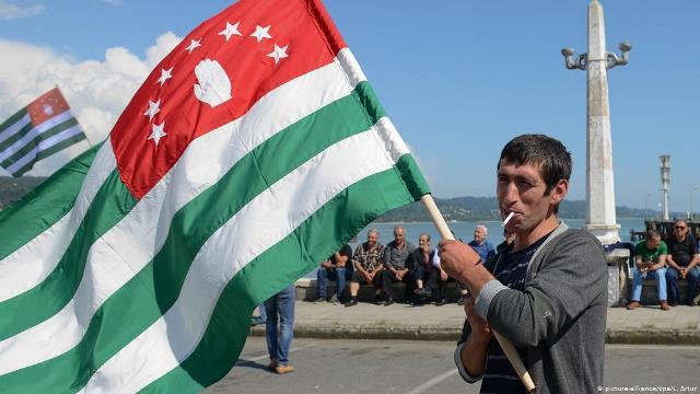 РФ оплатит из бюджета повышение зарплат в Абхазии и Южной Осетии