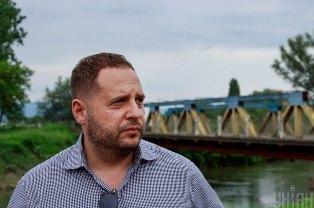 Бизнес-партнер помощника Зеленского ведет дела с окружением Путина
