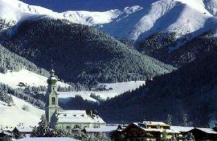 Из-за снегопадов горнолыжные курорты в Альпах продлевают сезон