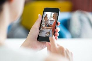 В Google подтвердили, что камеры Android-смартфонов могут следать за пользо ...