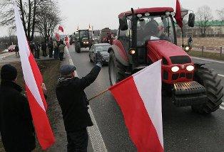 В Польше фермеры привезли гробы для правительства