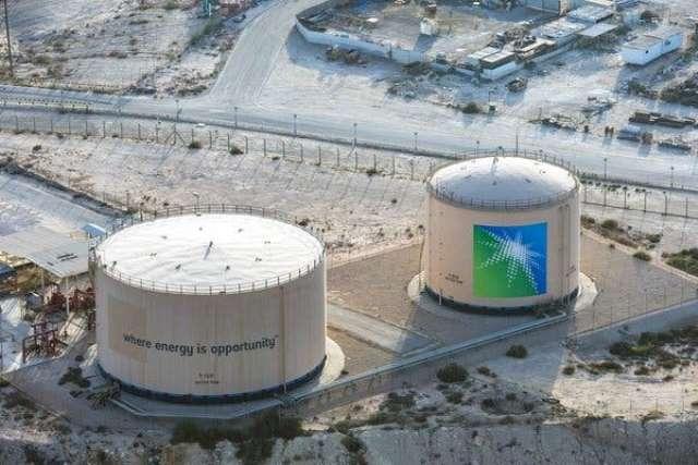 Нефть начала расти после резкого сокращения добычи Saudi Aramco