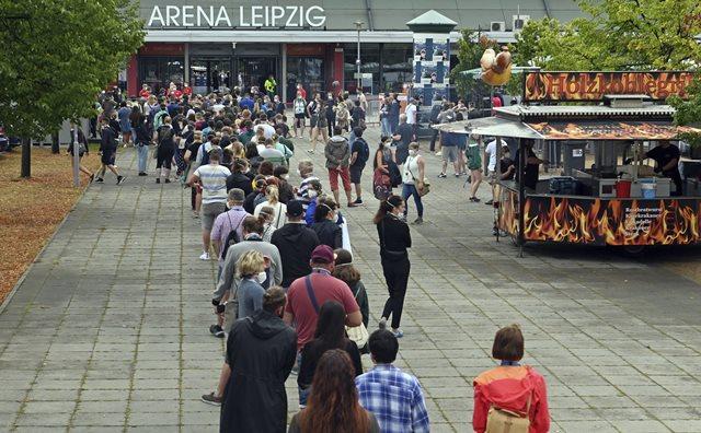 Немецкие ученые изучили поведение коронавируса на концертах
