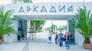 В Одессе самовольно прекратили карантин: работают кафе, люди ходят без масок