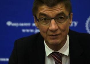 Депутаты Бундестага призывают Меркель пересмотреть отношения с Россией