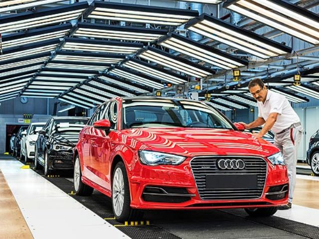 Audi и Toyota закрывают заводы и сокращают выпуск авто из-за дефицита чипов