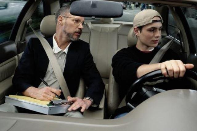 Первые шаги в вождении: как правильно выбрать автошколу?