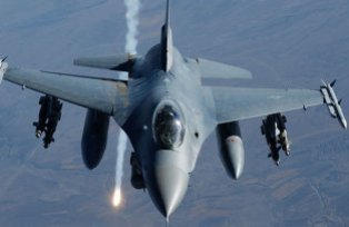 Неизвестная авиация разбомбила базу российских боевиков под Новоазовском