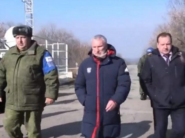 В районе разведения войск на Донбассе засветился депутат Госдумы РФ