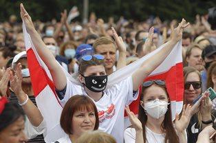 Сотрудники государственного ТВ Беларуси поддержали протесты и объявили заба ...