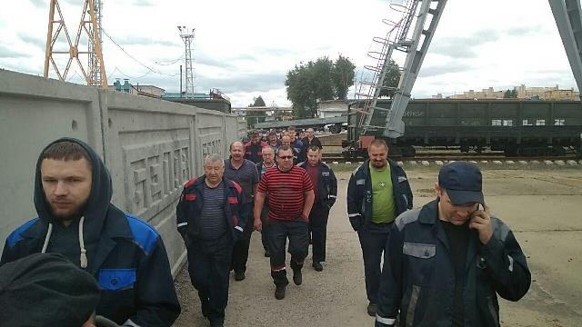 Рабочие БелАЗ требуют отставки Лукашенко и честных выборов