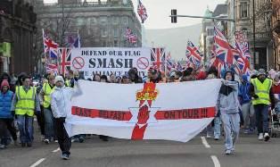 В Северной Ирландии разгорается новый конфликт между лоялистами и националистами