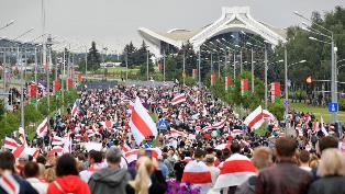Протесты в Беларуси: более 100 тыс. человек пришли к резиденции Лукашенко
