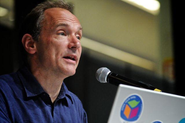 Создатель Интернета заявил о скором крахе Google и Facebook