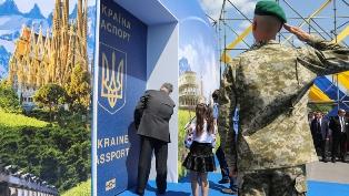 Военное положение и безвиз: чего ожидать туристам?