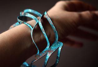 С чем нужно надевать браслеты