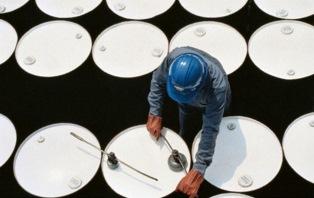 Нефть Brent выросла до 54,45 долларов за баррель