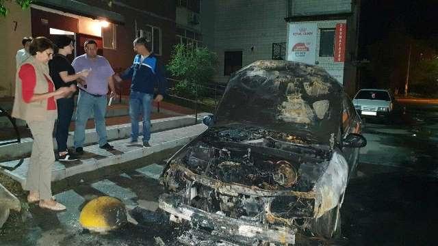 """В Броварах сожгли автомобиль журналистов """"Схем"""". Ранее им угрожал Портнов"""