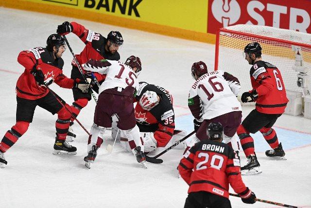 ЧМ по хоккею: Латвия сенсационно обыграла Канаду, немцы разгромили Италию