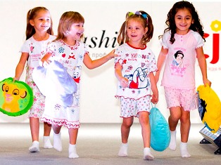 Игрушки и одежда - самые популярные детские товары в интернете