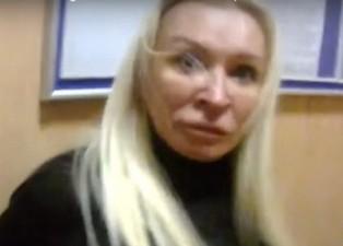 Устроившая дебош в полиции Светлана Цыбулина избежала наказания и улетела в ...