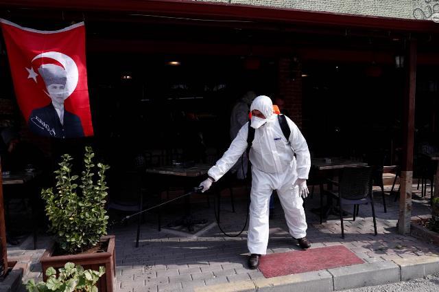 В Турции ввели обязательное ношение масок в общественных местах