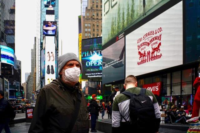 Главный инфекционист США: мир после COVID вернется к нормальной жизнии не ранее конца 2021 года