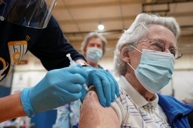 Ученый из Оксфорда: пандемия COVID не пройдет сама по себе
