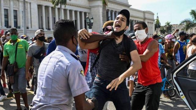 Протесты на фоне бедности: что происходит на Кубе