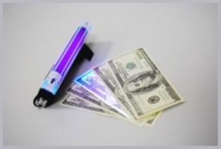 Портативный детектор валют: незаменимая вещь за смешные деньги