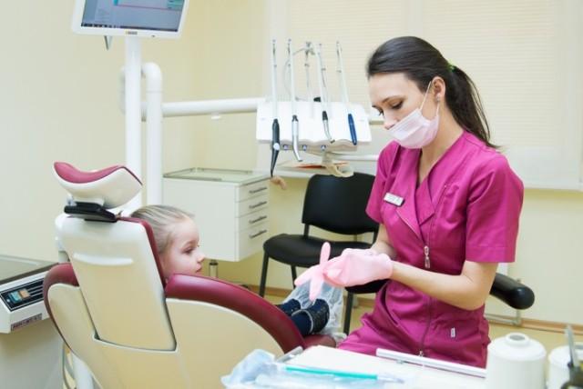 Разбиваем детские страхи: как правильно выбрать стоматолога для ребенка?
