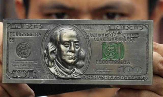 Курс доллара в Украине продолжит дешеветь?