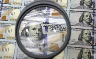 Доллар вырос до максимума за 14 лет в мировой корзине валют