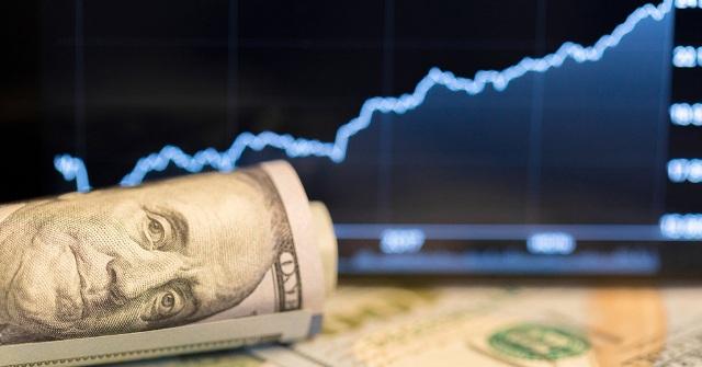 Эксперты: в ближайшую неделю курс доллара будет падать