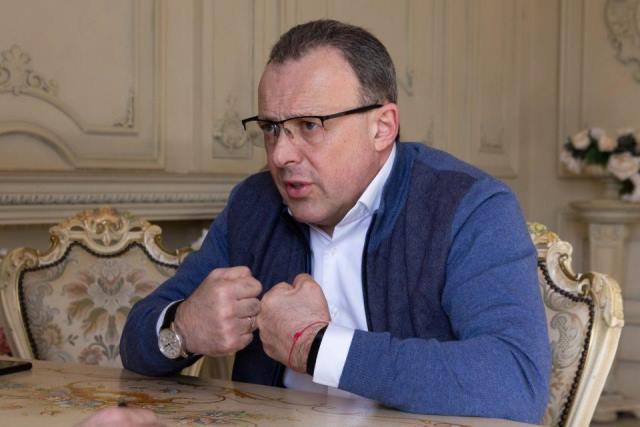 В списках партии Зеленского обнаружили человека Медведчука