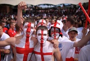 Английские болельщики призывают UEFA исключить сборную России с Евро-2016