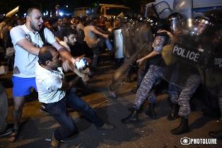 В ЕС обеспокоены ситуацией в Ереване