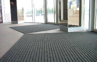 Грязезащитные ковры: идеальное покрытие для вашего магазина