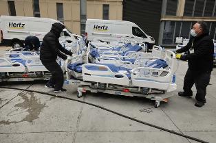 Перегруженные больницы и хаос: врач о ситуации с коронавирусом в Нью-Йорке