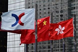 Власти Гонконга раздадут всем взрослым жителям по $1300