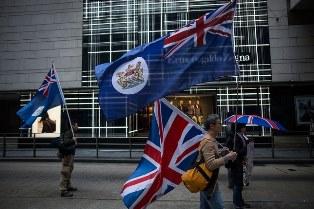 Великобритания обещает гражданство жителям Гонконга в случае наступления Китая